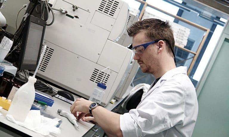 Generatore di gas per laboratori